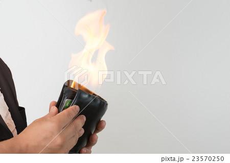 燃える財布 23570250