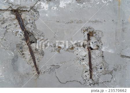 壁鉄筋の腐食と爆裂 23570662