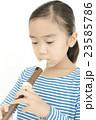 笛を吹く女の子 リコーダーを吹く女の子 23585786