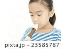 笛を吹く女の子 リコーダーを吹く女の子 23585787