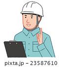 指差しする作業員(白) 23587610