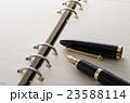 ペンと手帳 23588114