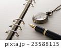 ペンと手帳 23588115