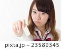 絆創膏 持つ 女子高生の写真 23589345