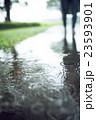雨 水溜まり 波紋の写真 23593901