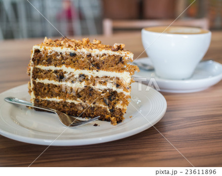 Carrot cake with walnuts 23611896
