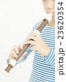 笛を吹く女の子 リコーダーを吹く女の子 パーツカット ボディパーツ ボディーパーツ  23620354