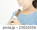 笛を吹く女の子 リコーダーを吹く女の子 パーツカット ボディパーツ ボディーパーツ  23620356