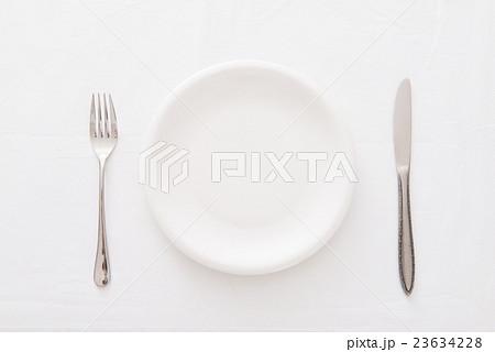 白い皿 23634228