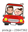 ドライブデートする若いカップル 23647362
