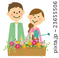 花に水やりする若いカップル 23655506