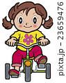 三輪車に乗る元気な女の子 23659476