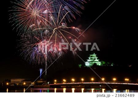 お城と花火 23662489