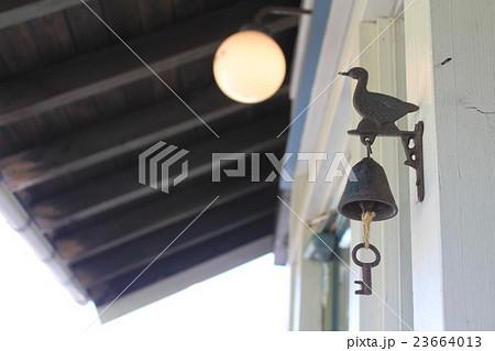 おしゃれなカフェのドアベル 23664013