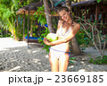 Photo young girl relaxing on beach with coconut 23669185