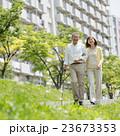 シニア夫婦 介護イメージ 23673353