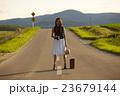 一人旅をする女性 23679144