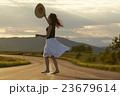 人物 女性 麦わら帽子の写真 23679614