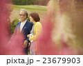 ミドル 夫婦 カップルの写真 23679903