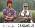 農家親子 ポートレート 23680315