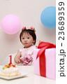 誕生日バースデー (赤ちゃん ケーキ プレゼント ベビー パーティー 乳児 女の子 赤ん坊 白) 23689359