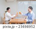 親子 ビール 乾杯の写真 23698952