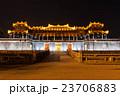 ライトアップされたフエの阮朝王宮の王宮門(午門) 23706883