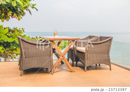 Empty chair and tableの写真素材 [23713397] - PIXTA