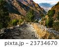 ネパール アンナプルナ 渓谷の写真 23734670
