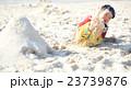 ビーチ 砂遊び 子供の写真 23739876