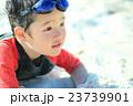 砂遊び 子供 男の子の写真 23739901