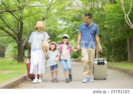 夏休みの家族旅行 23791105