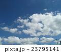 夏の青い空と白い雲 23795141