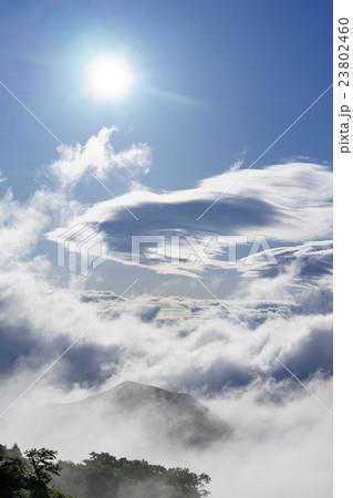 瞬時に変わる雲海、太陽光の角度による雲の影と光芒、記憶に心に留めたい素晴らしい阿蘇の絶景貴重な体験縦 23802460