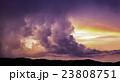 夕暮れ時の雷雲 23808751