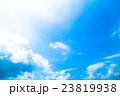 真夏の空 梅雨明けの空 雲 コピースペース 広いコピースペース 汎用的な空 23819938