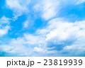 真夏の空 梅雨明けの空 雲 コピースペース 広いコピースペース 汎用的な空 23819939
