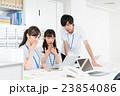 オフィスカジュアル ビジネスマン ビジネスウーマンの写真 23854086