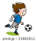 シュートする、サッカー少年 23862611