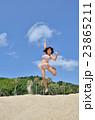 海水浴を楽しむ女の子 23865211