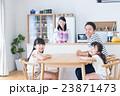 若い家族 23871473