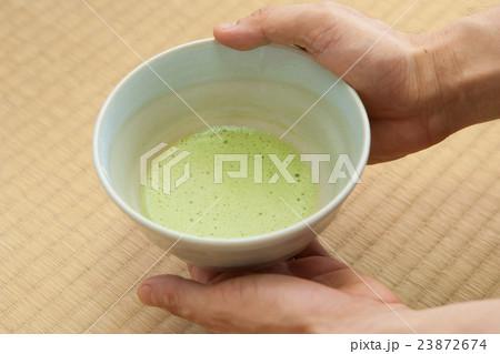 茶室でお抹茶をいただく 23872674
