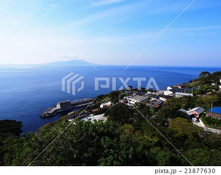 御蔵島から見た三宅島の島影 23877630