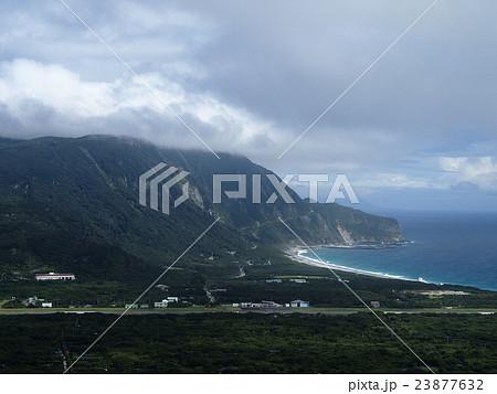 新島 新島空港と宮塚山 23877632