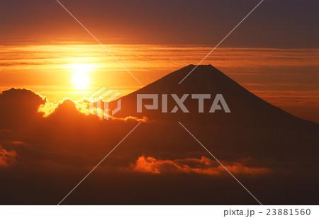 富士山の日の出 23881560