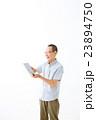 男性 人物 タブレットの写真 23894750