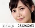 女性 顔 アップの写真 23898263