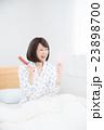 寝起き 女性 23898700