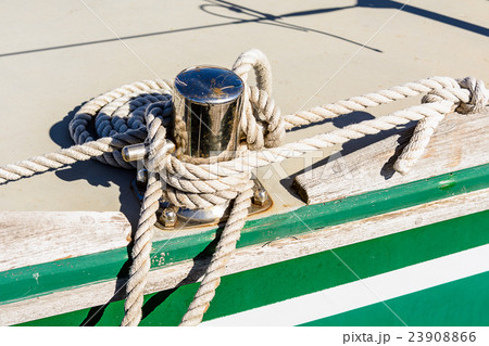 Oarlock and rope on a sailboat.の写真素材 [23908866] - PIXTA