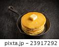 パンケーキとシロップ   typical pancake 23917292